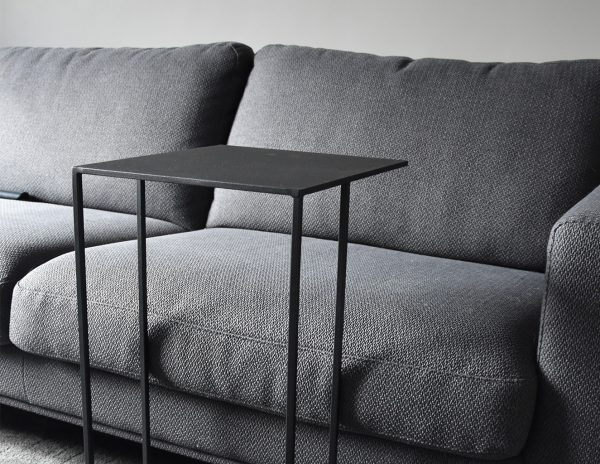 minimalistic bijzettafel productfoto ingezoomd