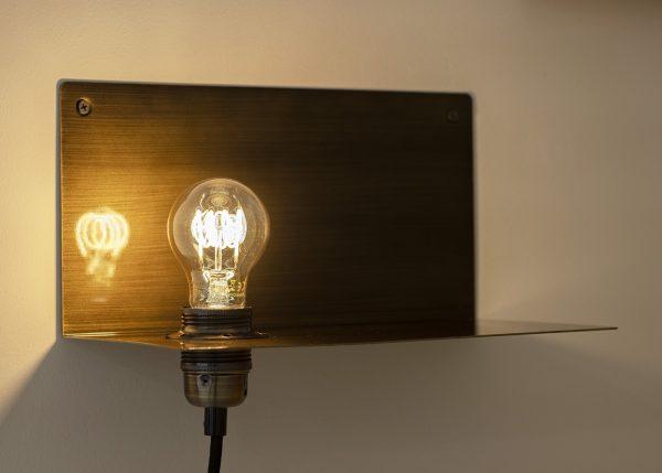 lamp boven nachtkastje zwart