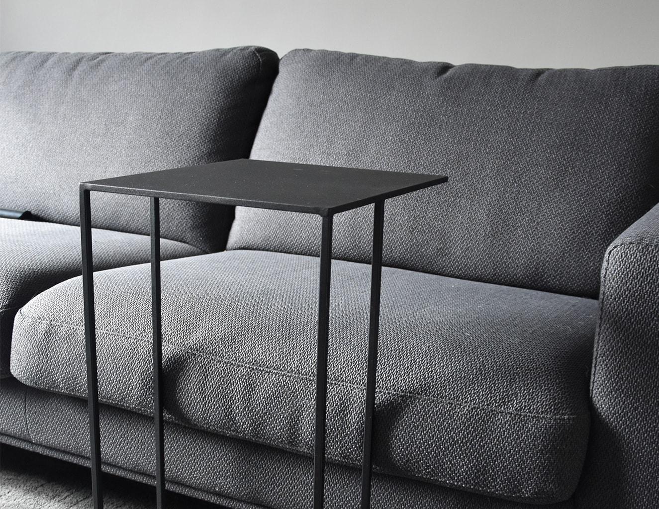 Minimalistic bijzettafel of banktafel modern nederlands ontwerp